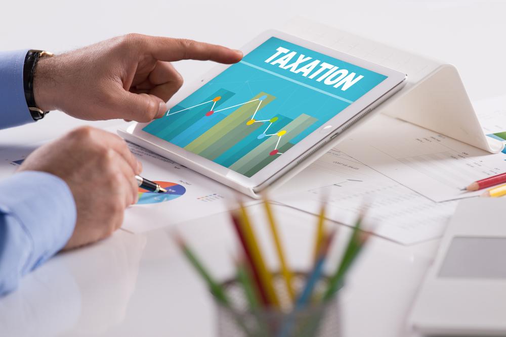 tablet con schermata tassazione